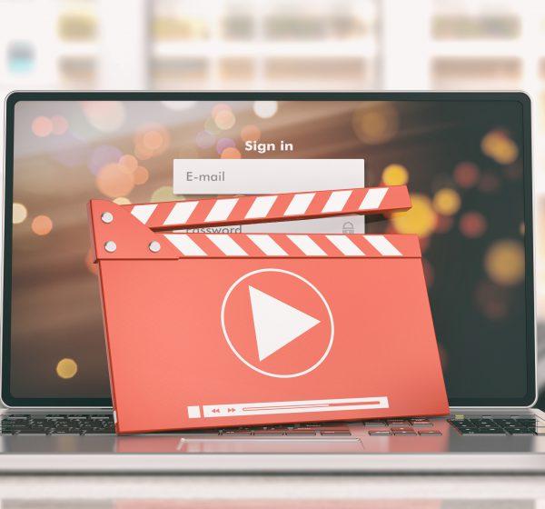 パソコンと動画イメージ