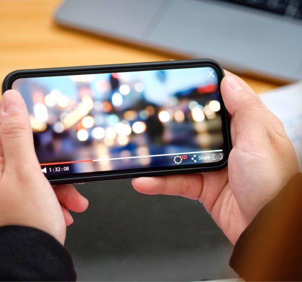 スマートフォンで動画を見る