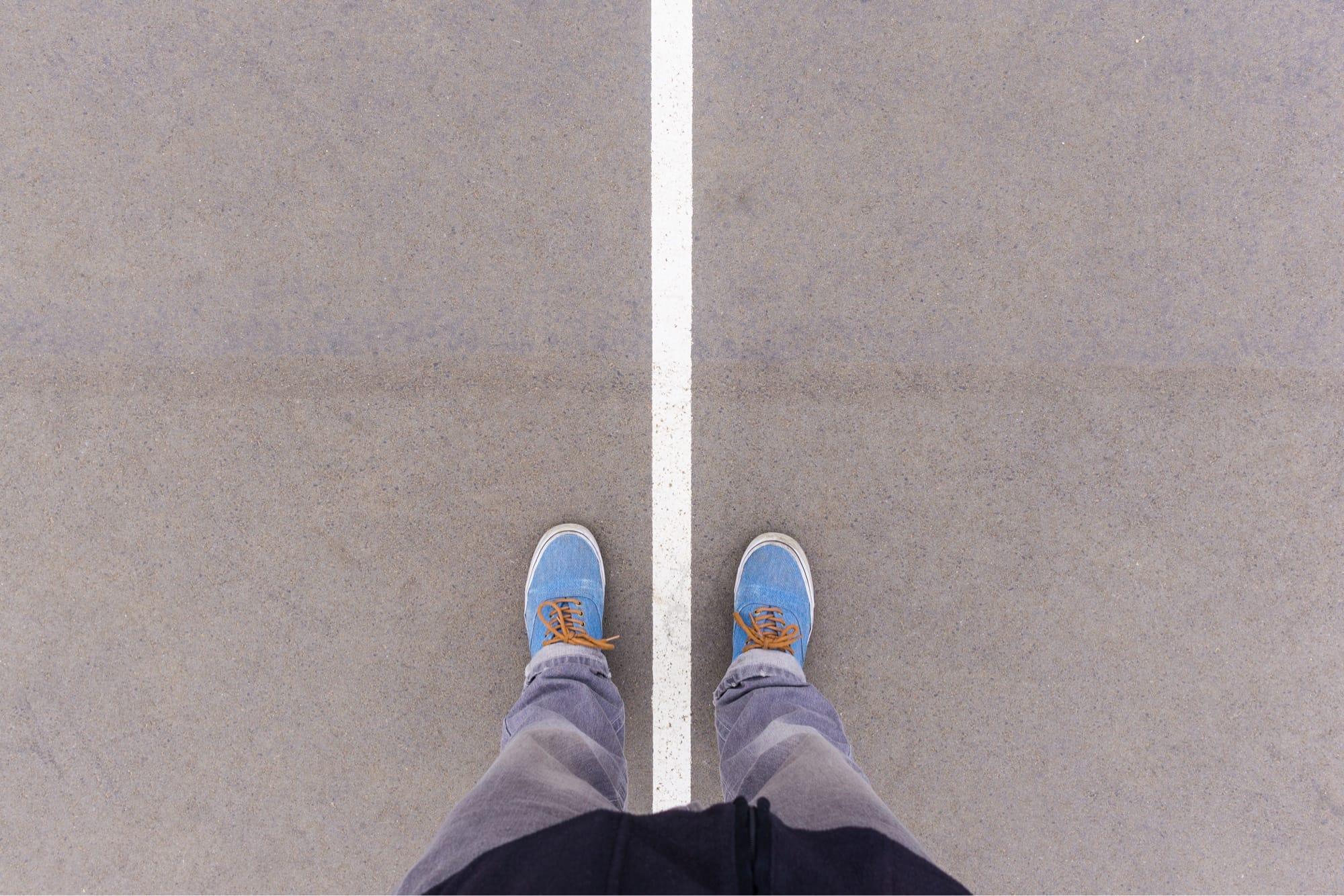 足元の白線