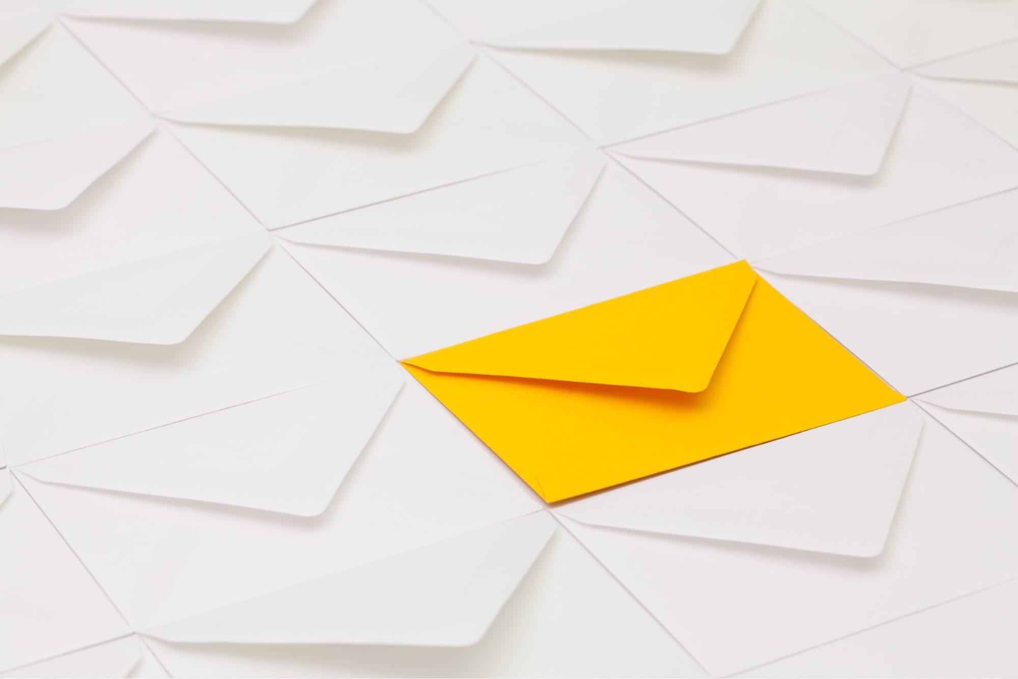 1つだけ黄色いメール