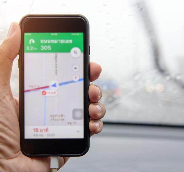 スマートフォンで地図を確認する
