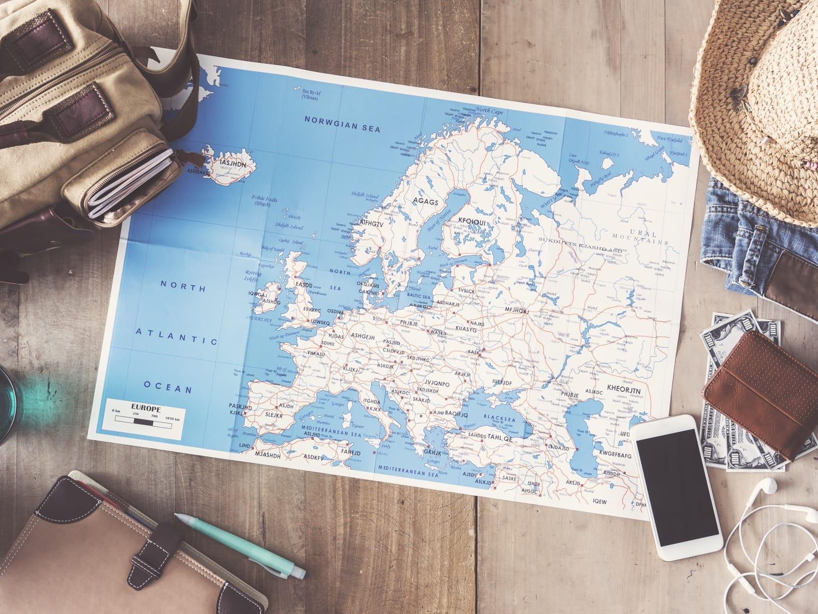 地図とスマートフォン