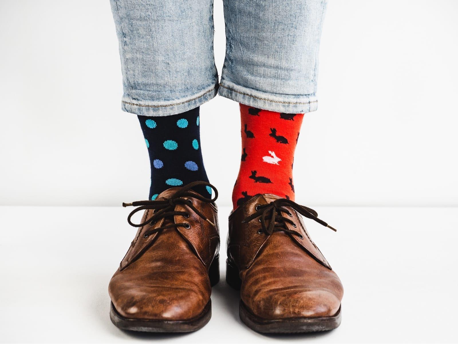 両足で靴下の柄が違う