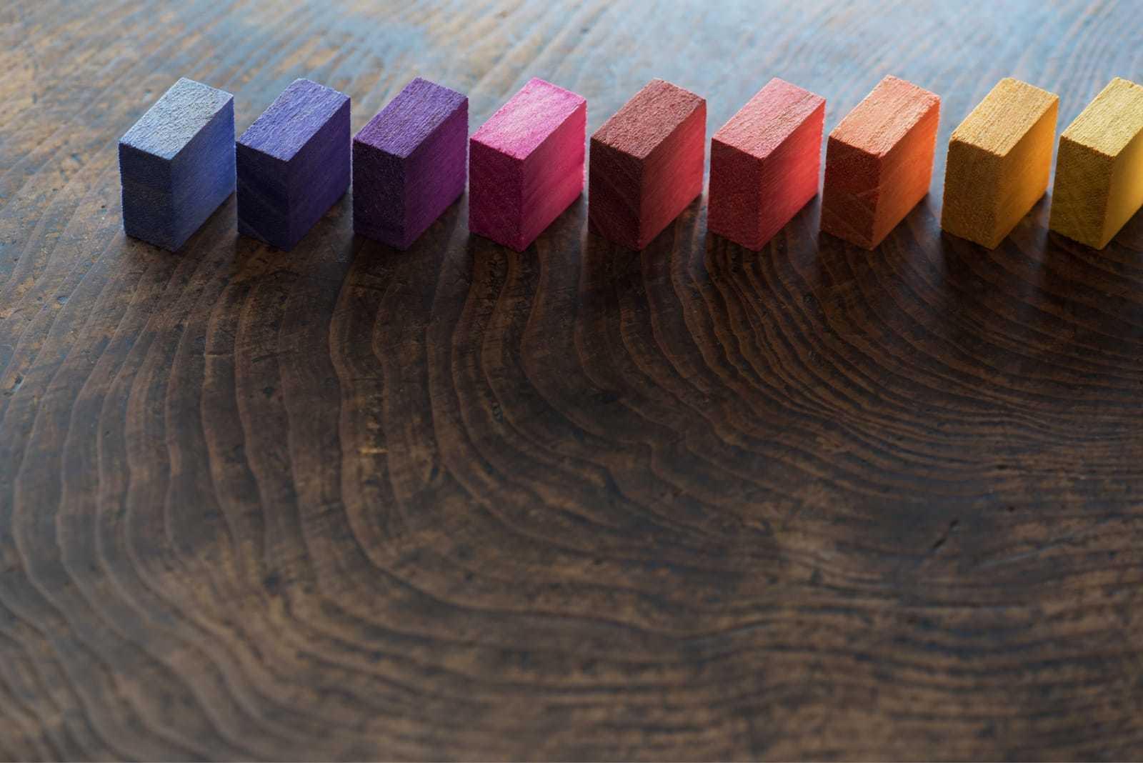 カラーブロックが並ぶ様子