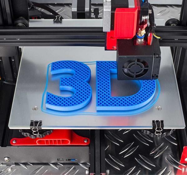3Dプリンターが「3D」とプリントする様子