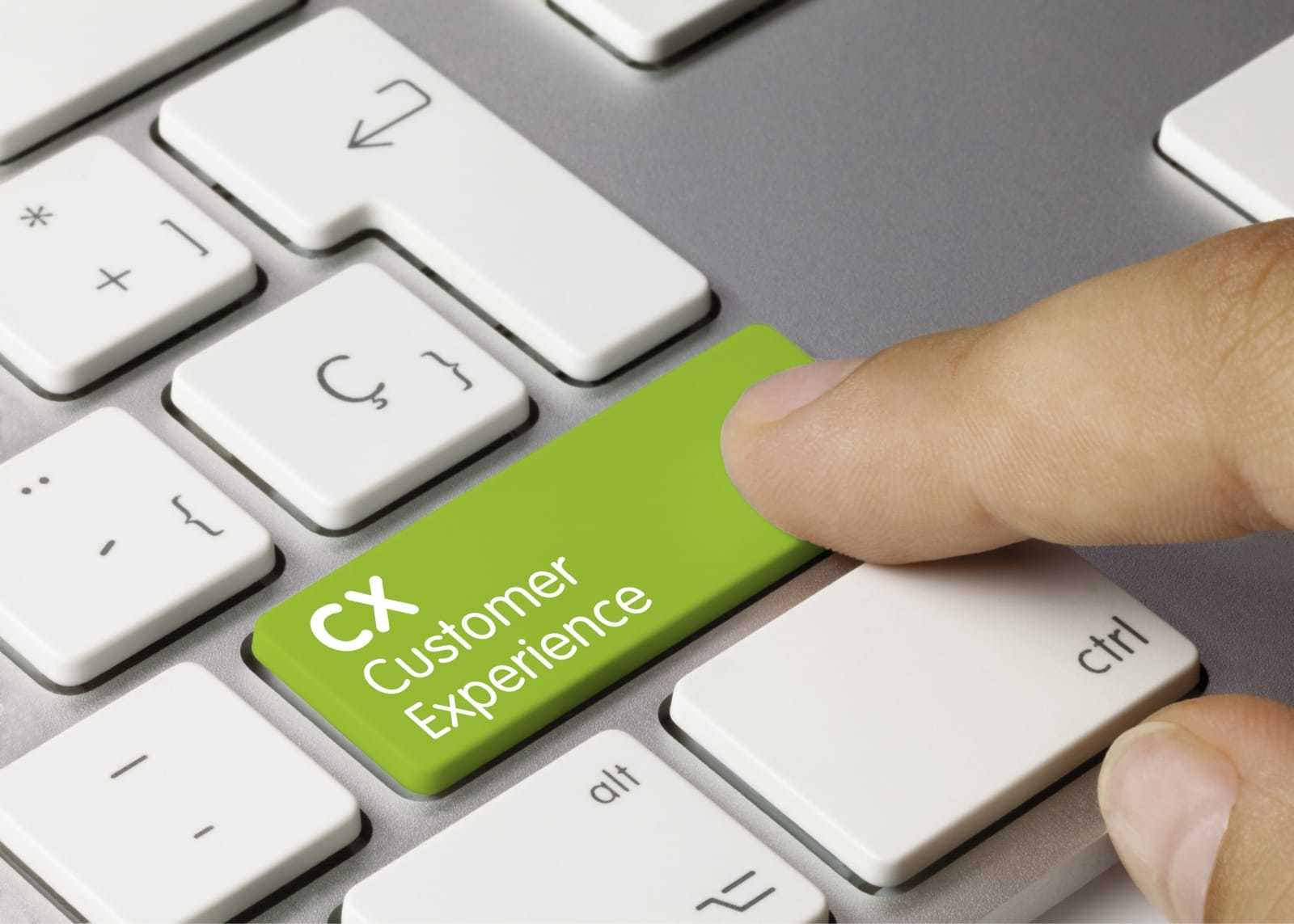 CXのキーを押す指