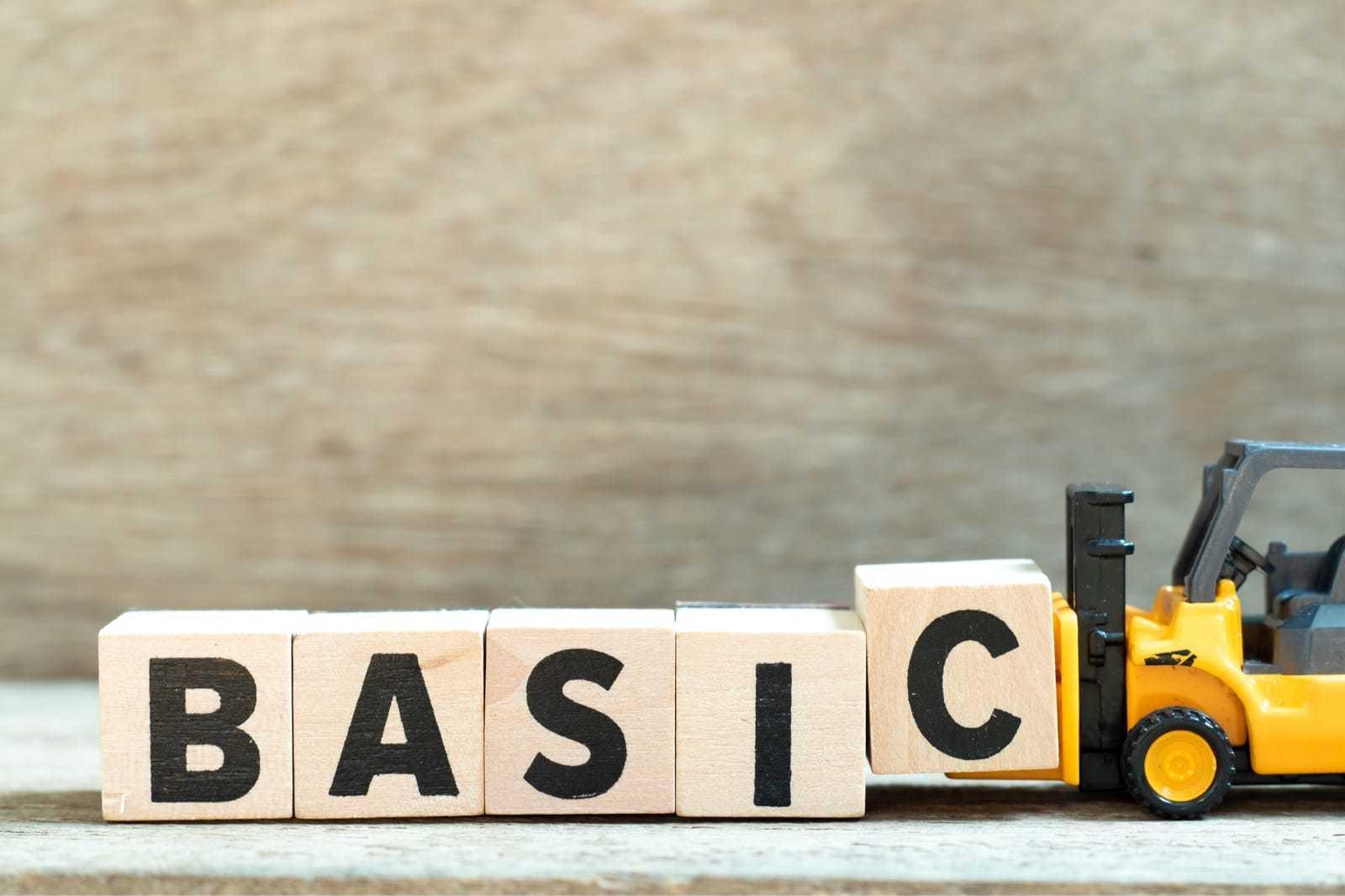 「BASIC」と書かれたブロックを運ぶおもちゃの車