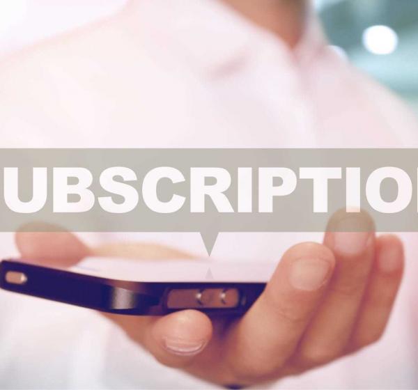 「Subscription」とスマートフォン上に吹き出しが浮かぶ