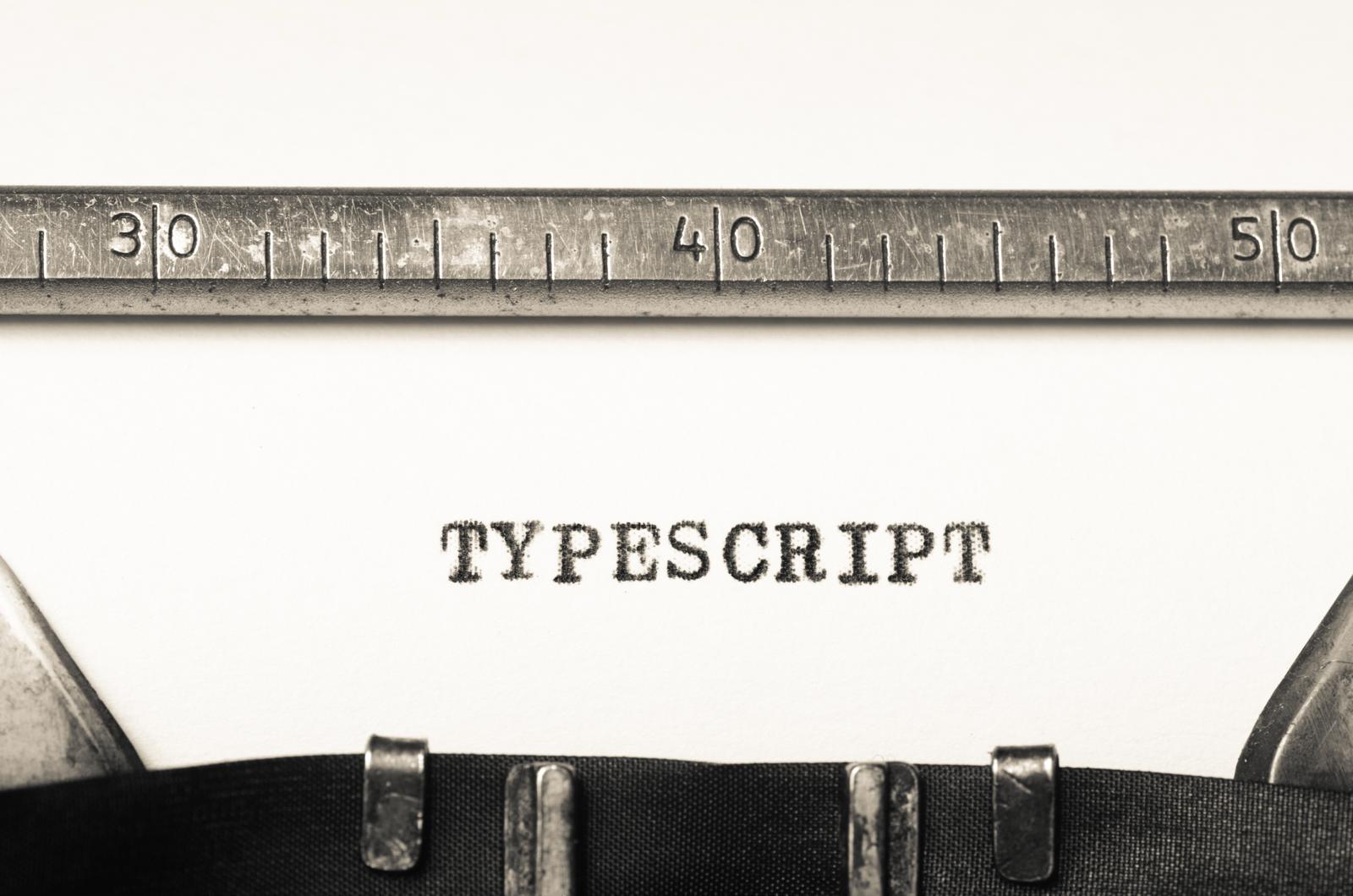 タイプライターでtypescriptと印字されている様子
