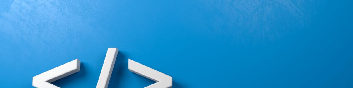 htmlの閉じタグのシンボルが青い背景にたてかかっている