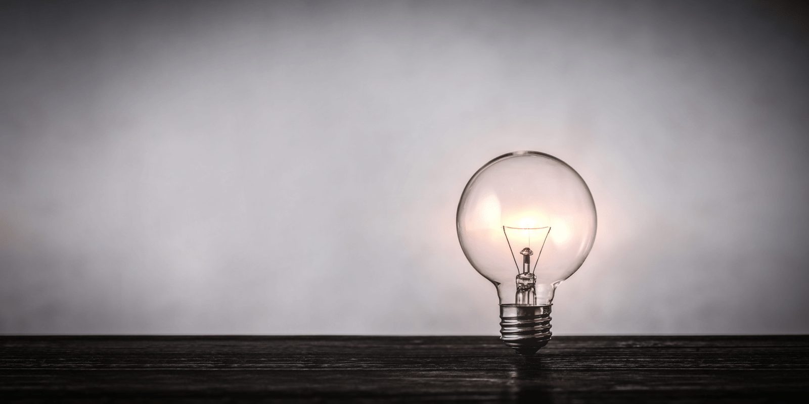 電球、アイデアがひらめくイメージ
