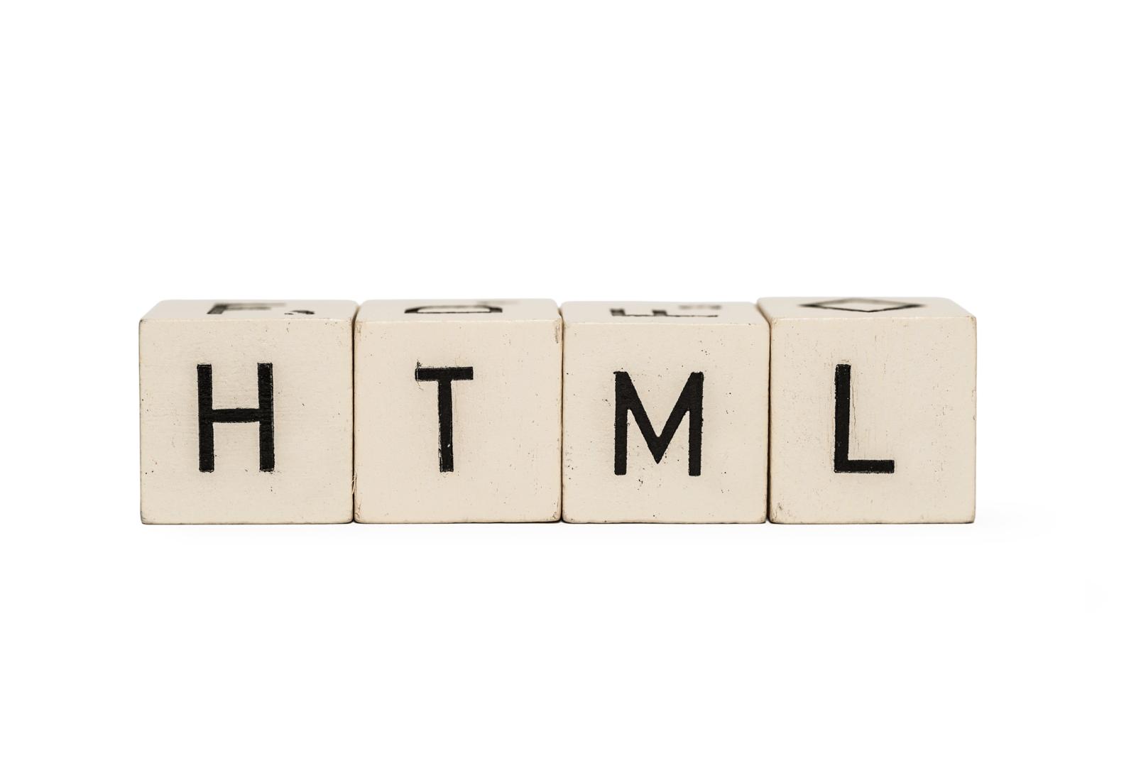 「HTML」と印字されたブロック